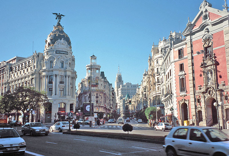 http://www.rontravel.com/Web_Photos_Happy_Cannibal/U_Western_Europe/Spain_Madrid_Old_City.jpg
